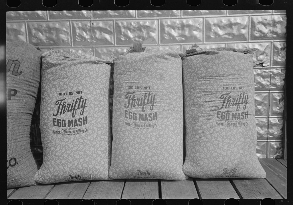 Title Chicken feed, flour and other bulky products are now bagged in printed cotton materials for use as dress materials. Mercedes, Texas Contributor Names Lee, Russell, 1903-1986, photographer Created / Published 1939 Feb.