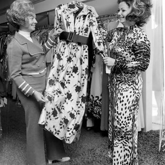 40 Found Photos of Ladies Clothes Shopping in the 1960s and 70s