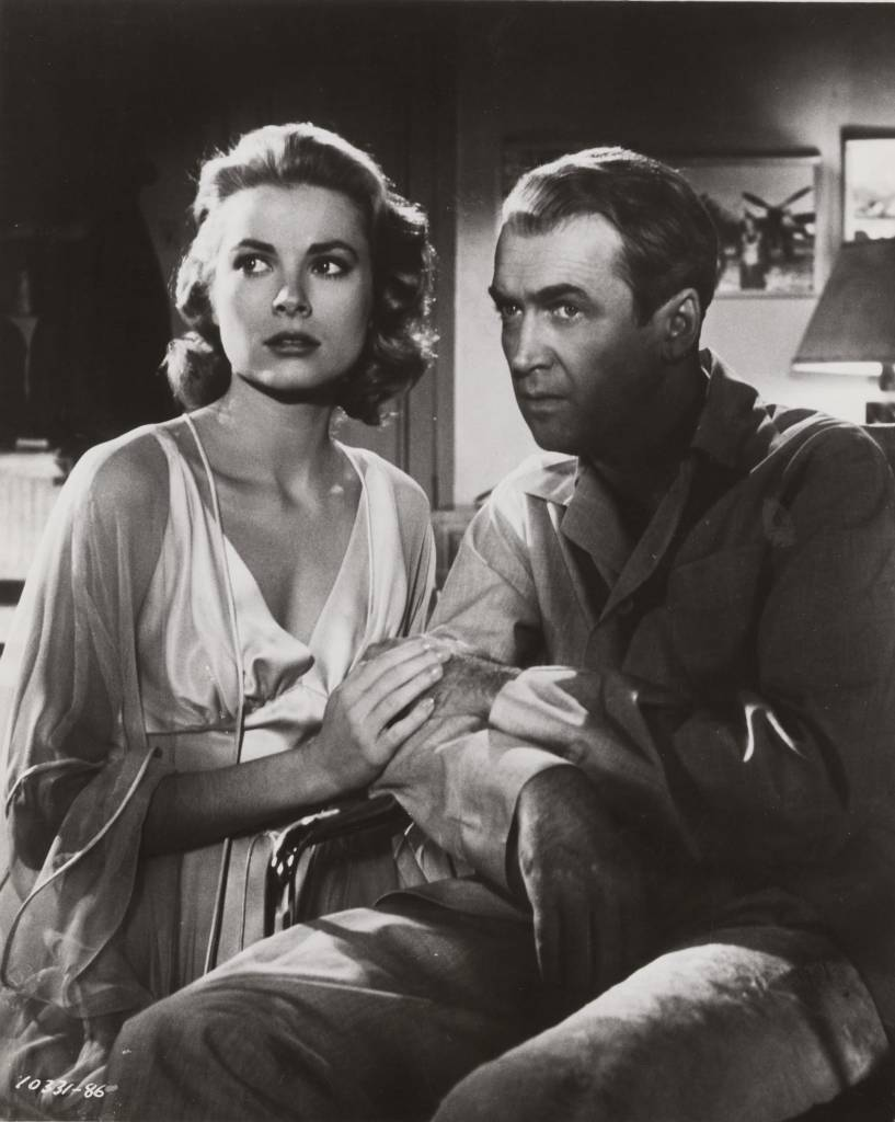 Grace Kelly and James Stewart in Rear window directed by Alfred Hitchcock, 1954 b