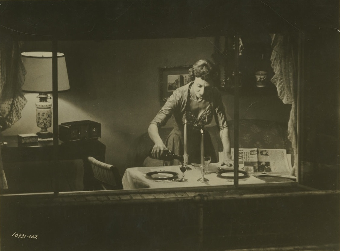 Judith Evelyn in Rear window directed by Alfred Hitchcock, 1954
