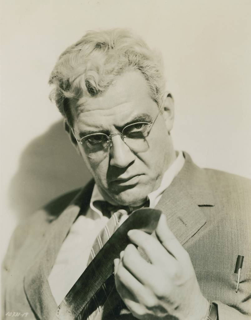 Alfred Hitchcock supposedly hired Raymond Burr to play Lars Thorwald because he could be easily made to look like his old producer David O. Selznick, who Alfred Hitchcock felt interfered too much.