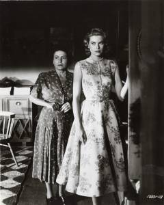 Thelma Ritter and Grace Kelly in Rear window directed by Alfred Hitchcock, 1954