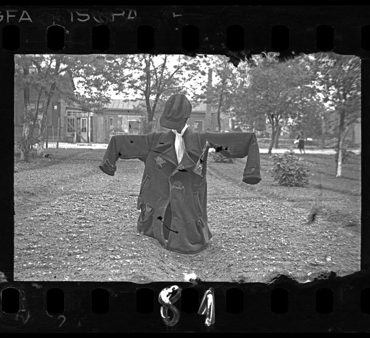 Lodz ghetto photos c. 1940-1944 A scarecrow with a yellow Star of David.