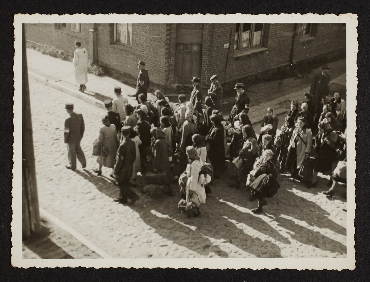 Lodz ghetto photos 1944 A mass deportation of ghetto residents.