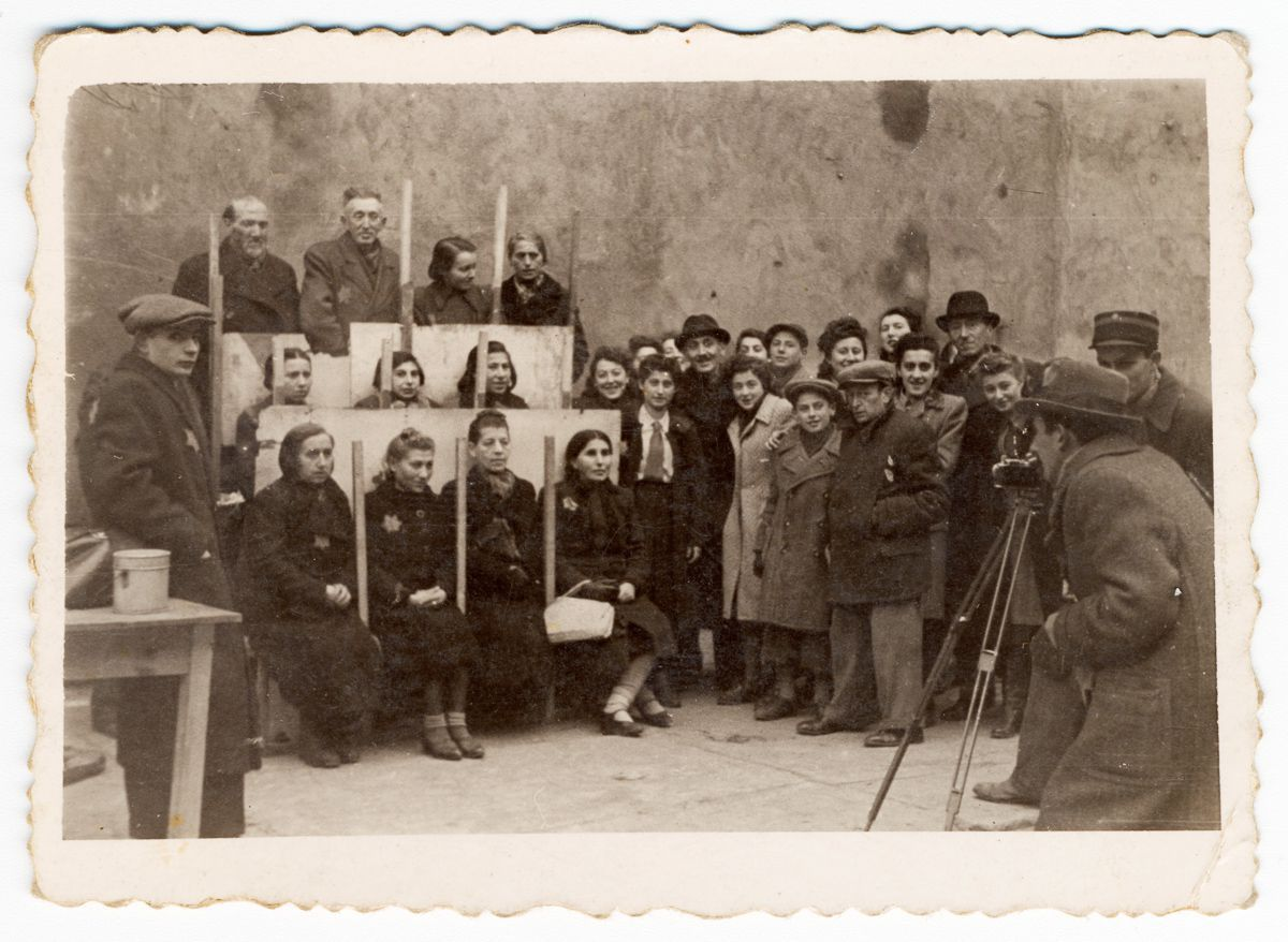 1940 Henryk Ross photographing for identification cards, Jewish Administration, Department of Statistics.