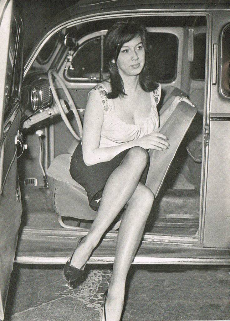 Vintage Lady Getting Out Of Car 3 - Flashbak-2619