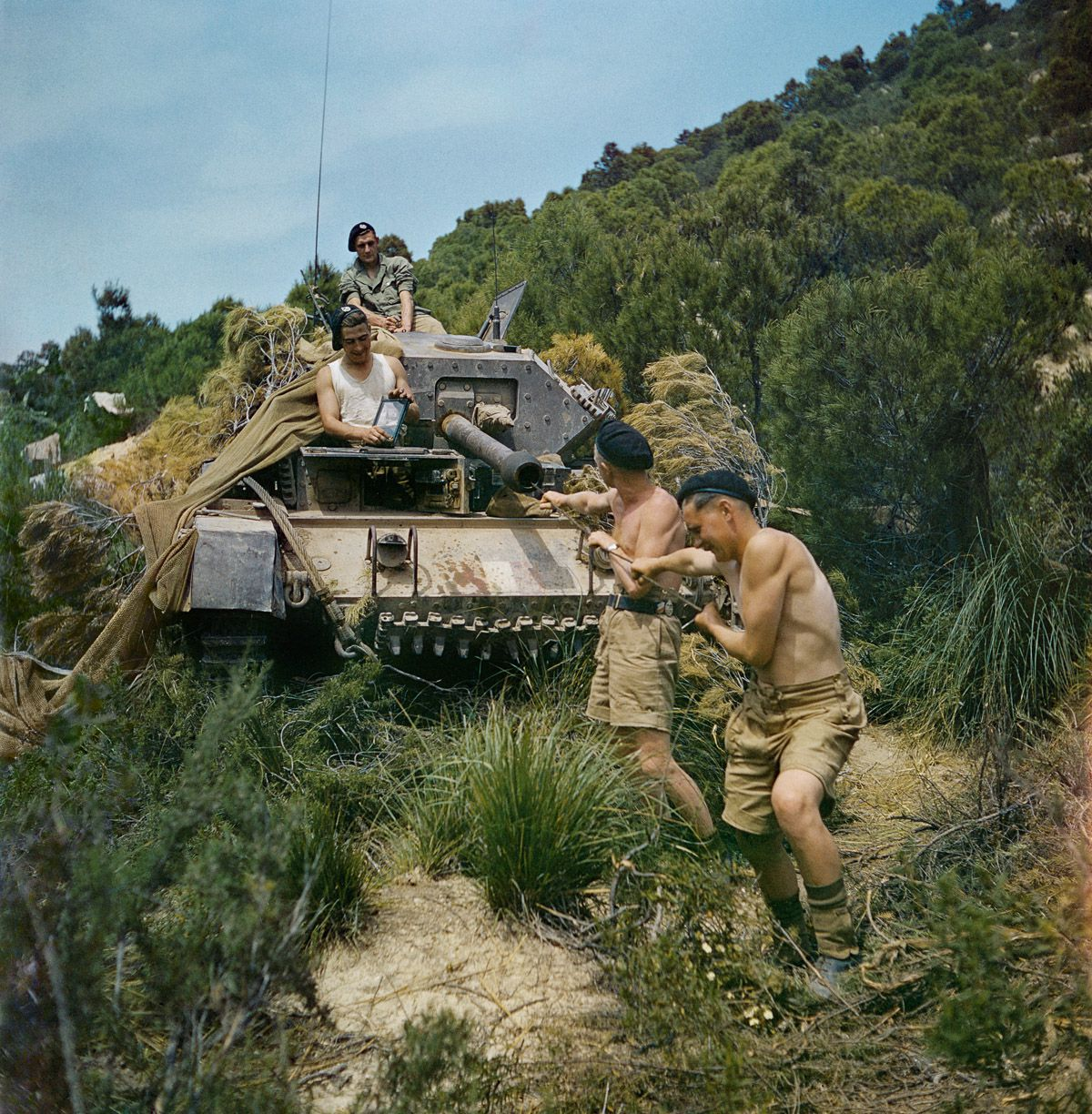 May 1943 A crew from the 16th:5th Lancers, 6th Armoured Division, clean the gun barrel of their Crusader tank at El Aroussa in Tunisia.