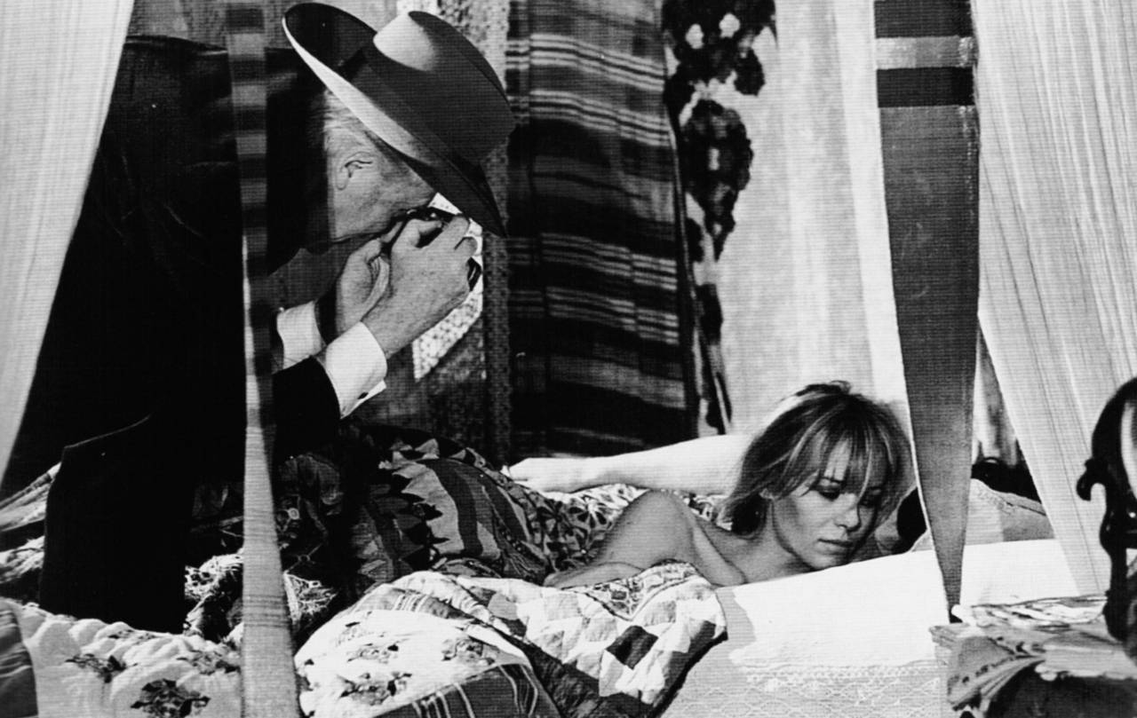 Cecil Beaton and Anita Pallenberg on the set of Performance directed by Donald Cammell and Nicolas Roeg, 1968