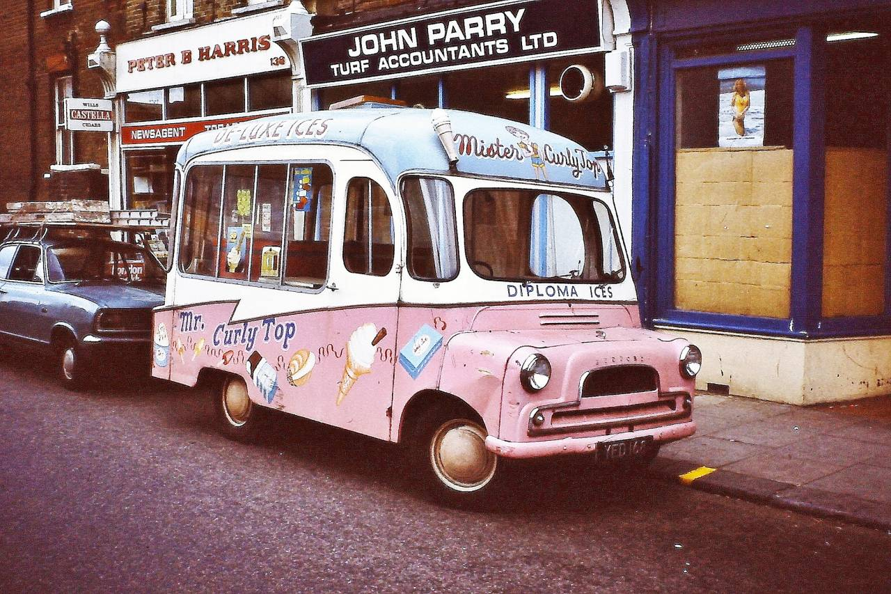 BEDFORD VAN Mister curly top- Diploma ices, London 1978
