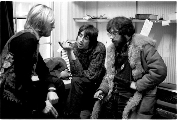 Oz editors (from left) Jim Anderson, Richard Neville and the late Felix Dennis in serious discussion during the trial, 1971. Photo: Joe Stevens. No reproduction without permission