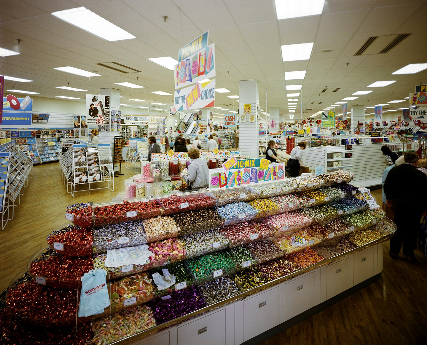'Pic 'n' Mix' in Store 1139, Milton Keynes, after refurbishment in 1988