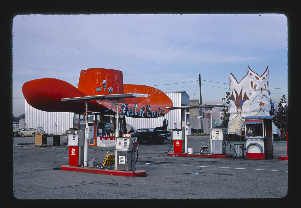 Gas Stations With Car Wash >> Extraordinary Gas Stations From John Margolies' Archive of ...
