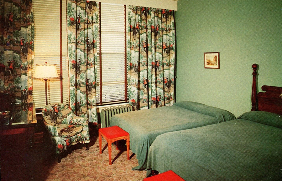A look inside hotel motel rooms of the 1950s 70s flashbak for Town house motor inn