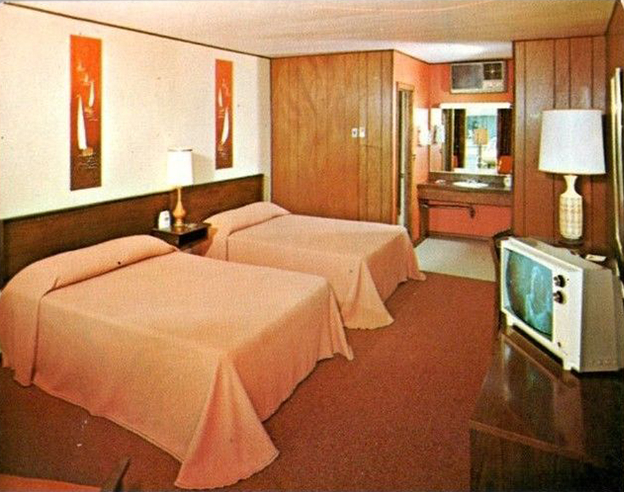 A look inside hotel motel rooms of the 1950s 70s for Town house motor inn
