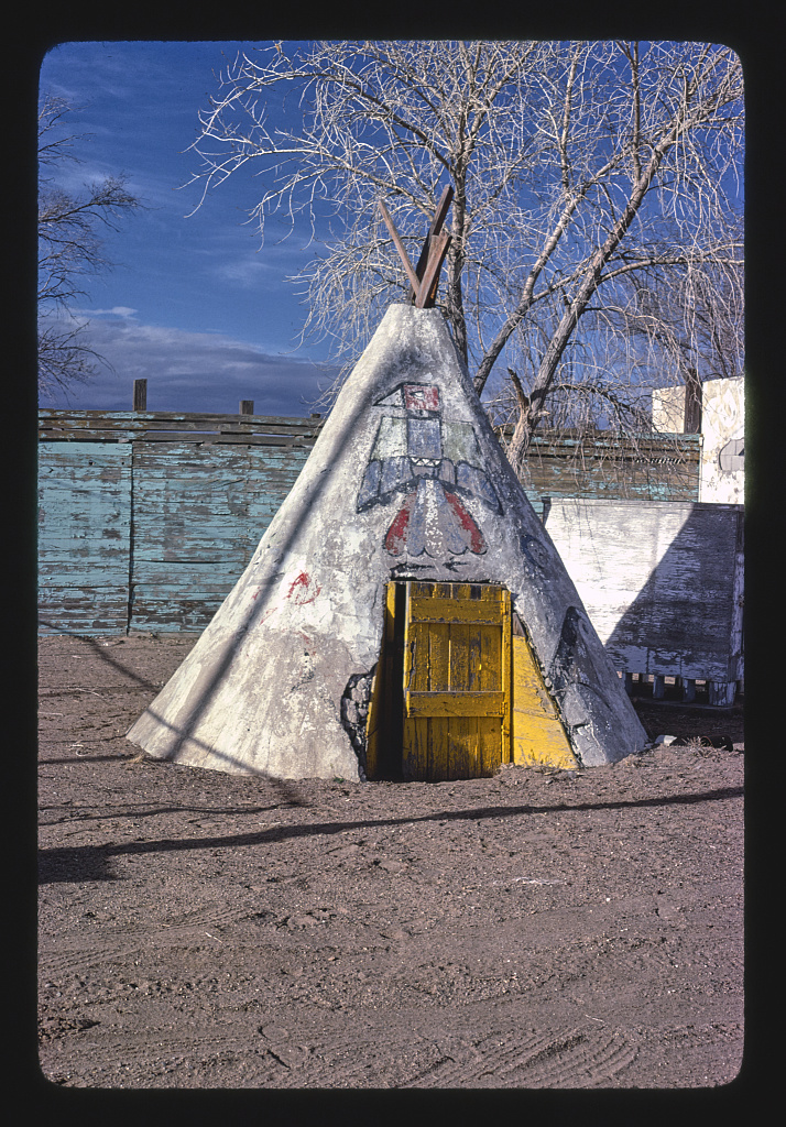 Teepee at gas station, souvenir place, Route 66 1979