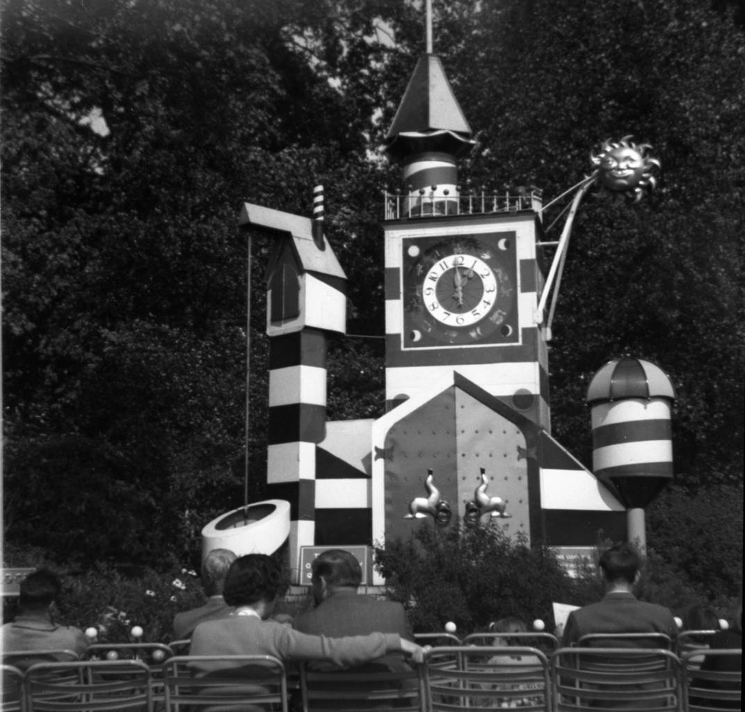 The Guinness Clock in Battersea Pleasure Gardens. Photo from the early 1950s