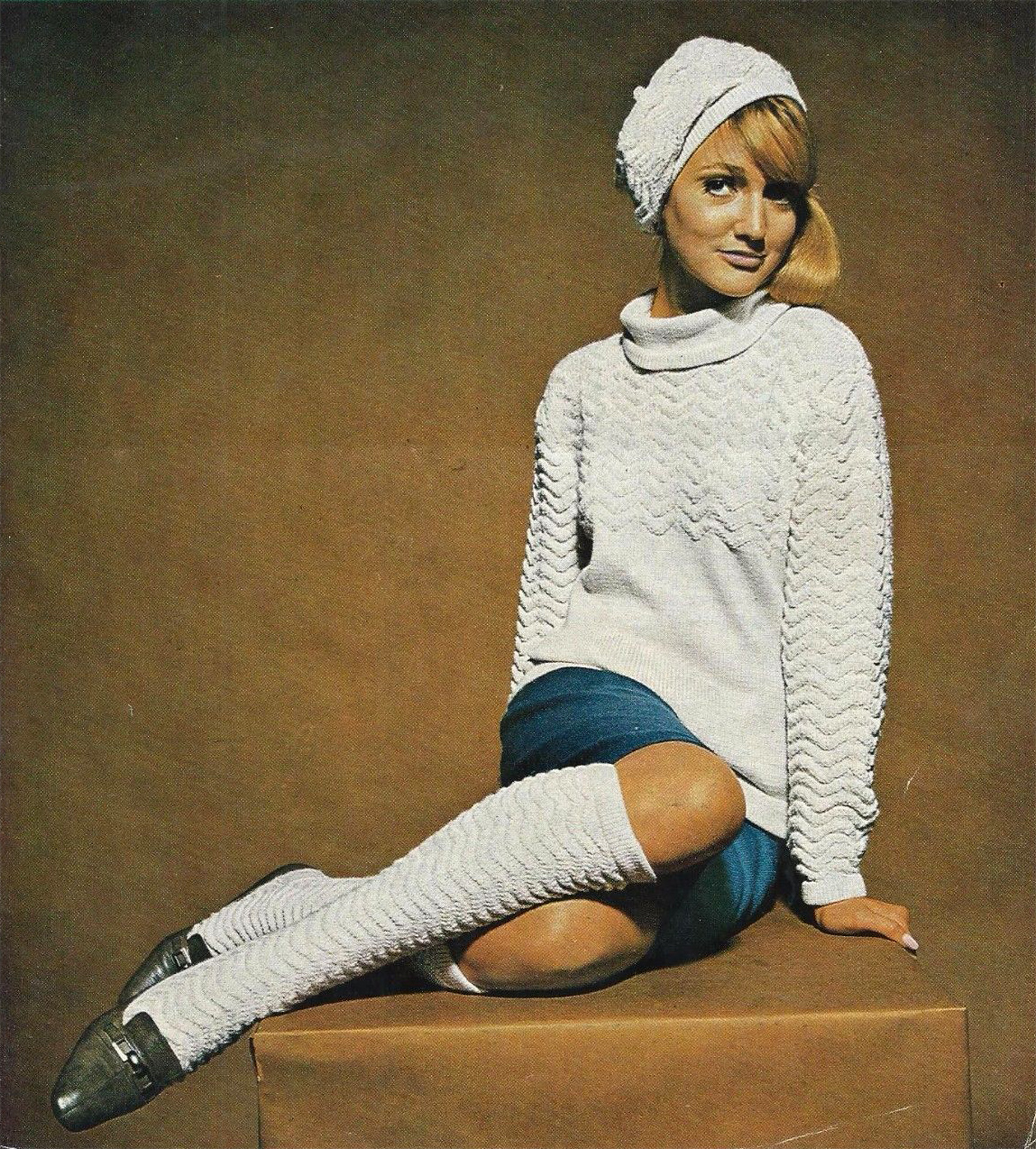 vintage sweater girl