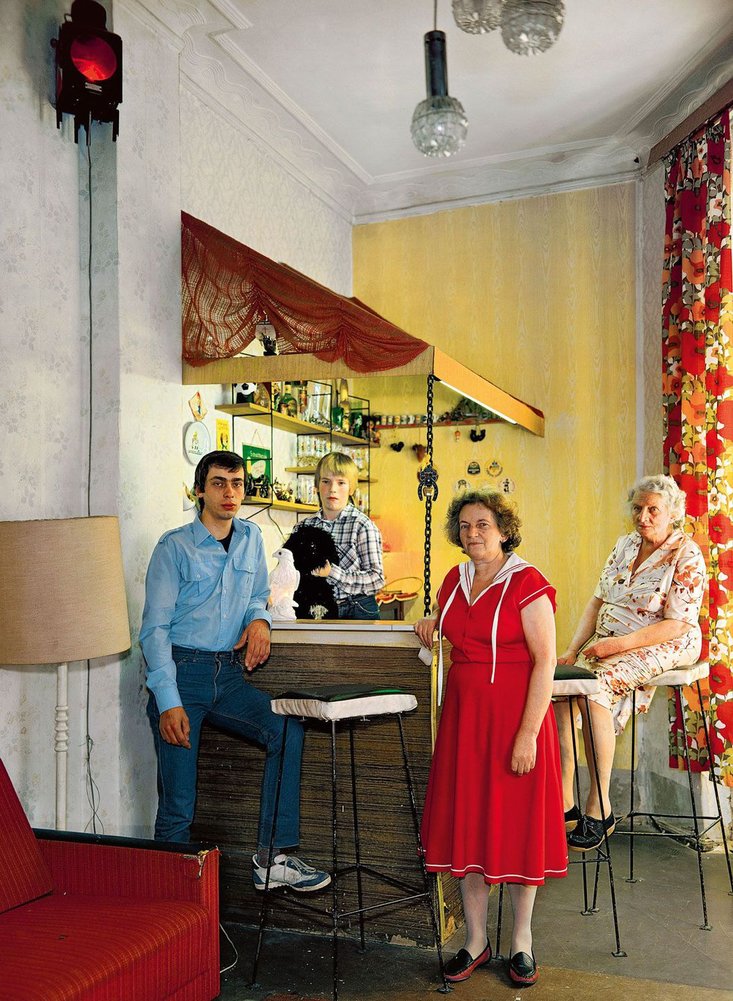 ngeborg (front, cleaner), her son Lothar (left, carpenter), her grandson Guido and their grandmother.