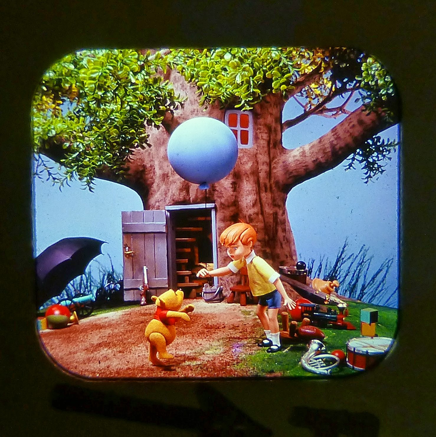 WINNIE THE POOH AND THE HONEY TREE VIEW MASTER SCANS