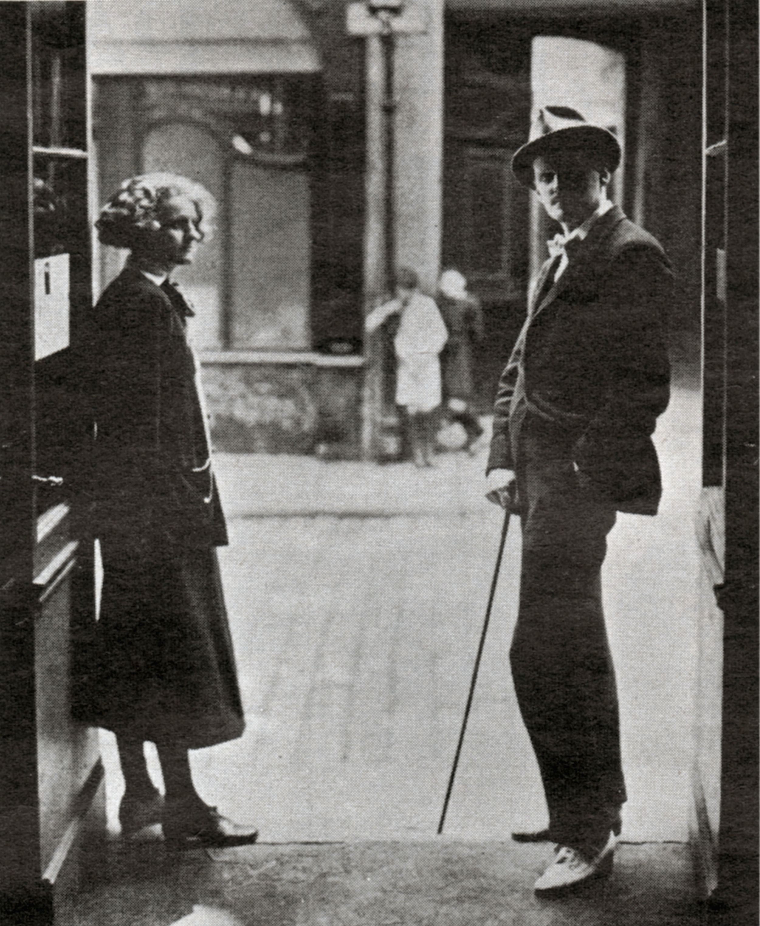 The writer James Joyce 1882-1941 and the American bookseller and publisher Sylvia Beach 1887-1962 in front of her library Shakespeare and Company, rue de l'Odeon, Paris, 1922. Anonymous photo in: Life, USA, November 5, 1962.
