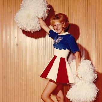 "Gimme an ""R"" for Retro! 35 Vintage Photos of High School Cheerleaders (1970s-1980s)"