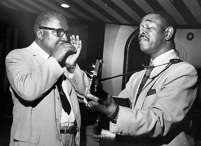 The biggest early influence of Charlatans guitarist Mike Wilhelm was Brownie McGhee (right), seen here at the Marquee Club in London with his longtime performing partner, harmonica player Sonny Terry. Via Chris Barber LP Collection.