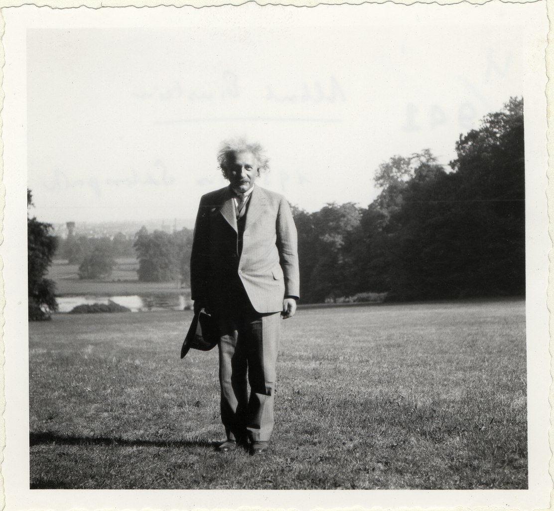 Einstein, Albert (1879-1955) in Laeken, Belgien