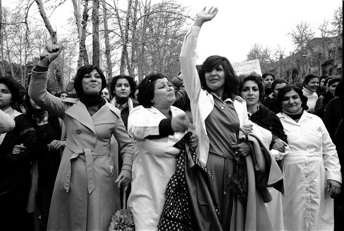 100 000 iranian women march against the hijab law in 1979 tehran