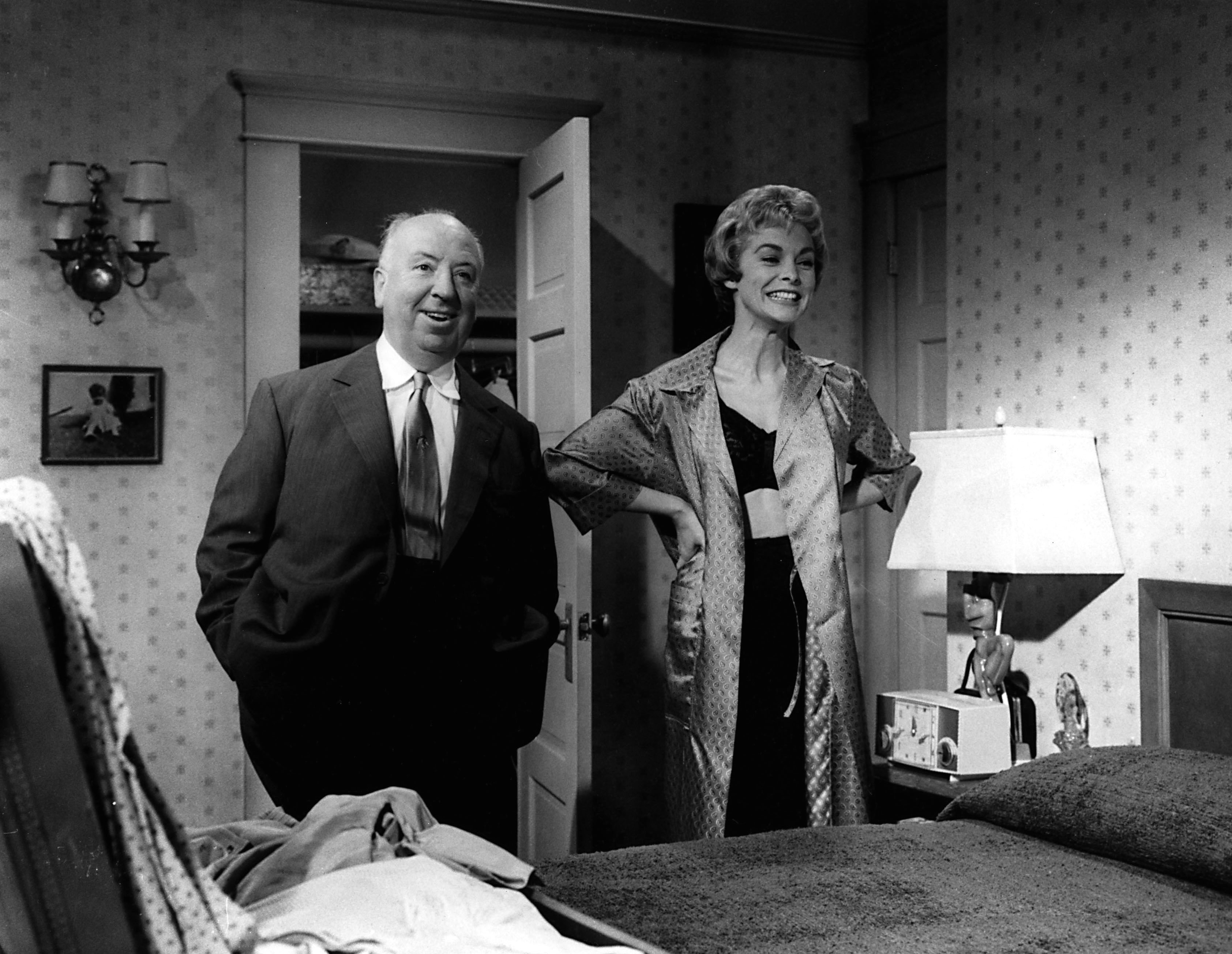 Alfred hitchcock s rules for watching psycho and behind the scenes photos 1960 flashbak - La finestra sul cortile film completo ...