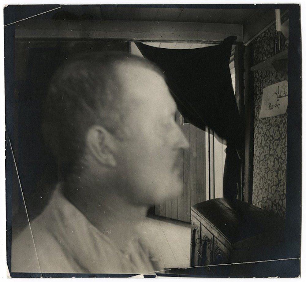 Edvard Munch, Self-Portrait in Pro le Indoors in Åsgårdstrand, ca. 1904