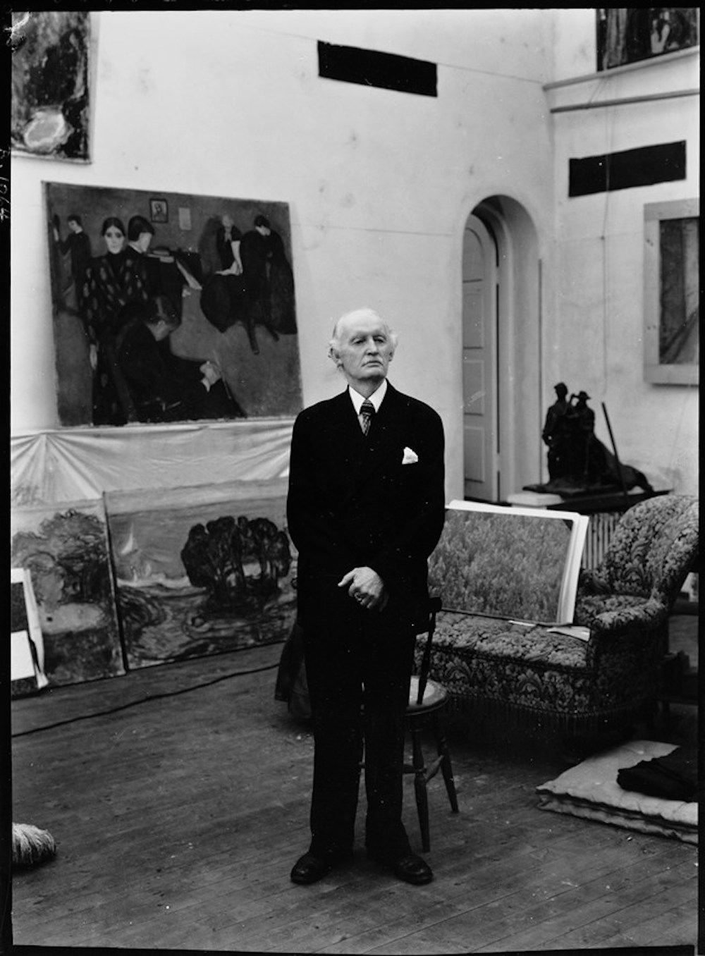 Munch in his Winter Studio in Ekely on his seventy-fifth birthday, 1938, photogrpahy by Ragnvald Vaering