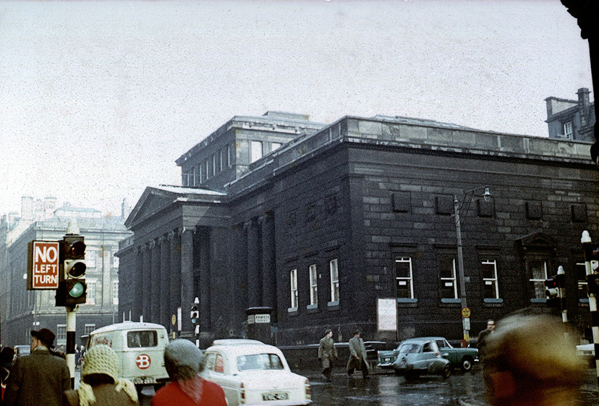 The Manchester City Art Gallery at the junction of Mosley Street and Princess Street, photographed in the early 1960s. Designed by Charles Barry as the Royal Manchester Institution and built 1829-36