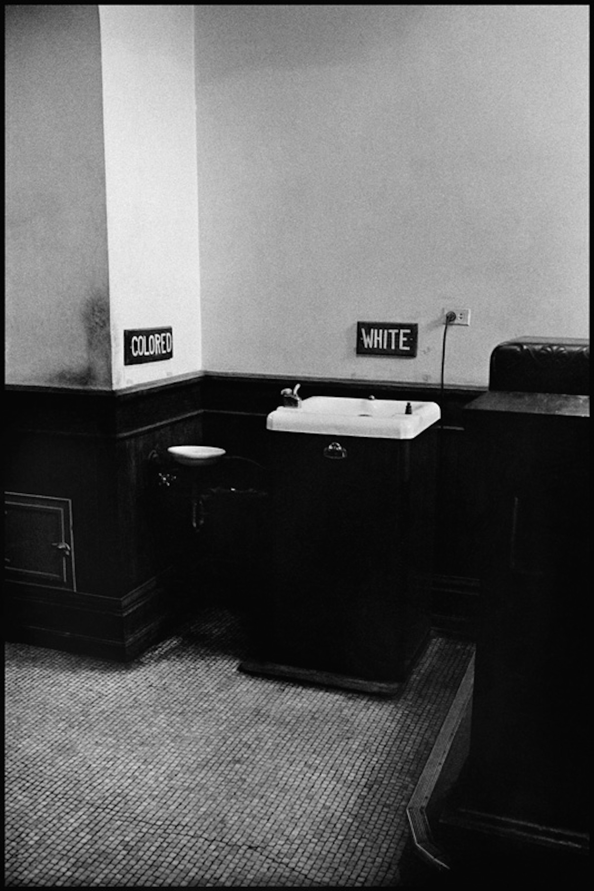 USA. Albany, Georgia. August 1963. Segregated drinking fountains in the county courthouse.
