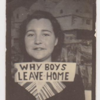 20 Great Vintage Photos Of Women With Signs