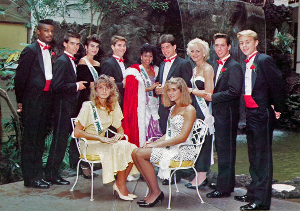 Miss Popularity In The 1970 S 35 Vintage Photos Of Prom