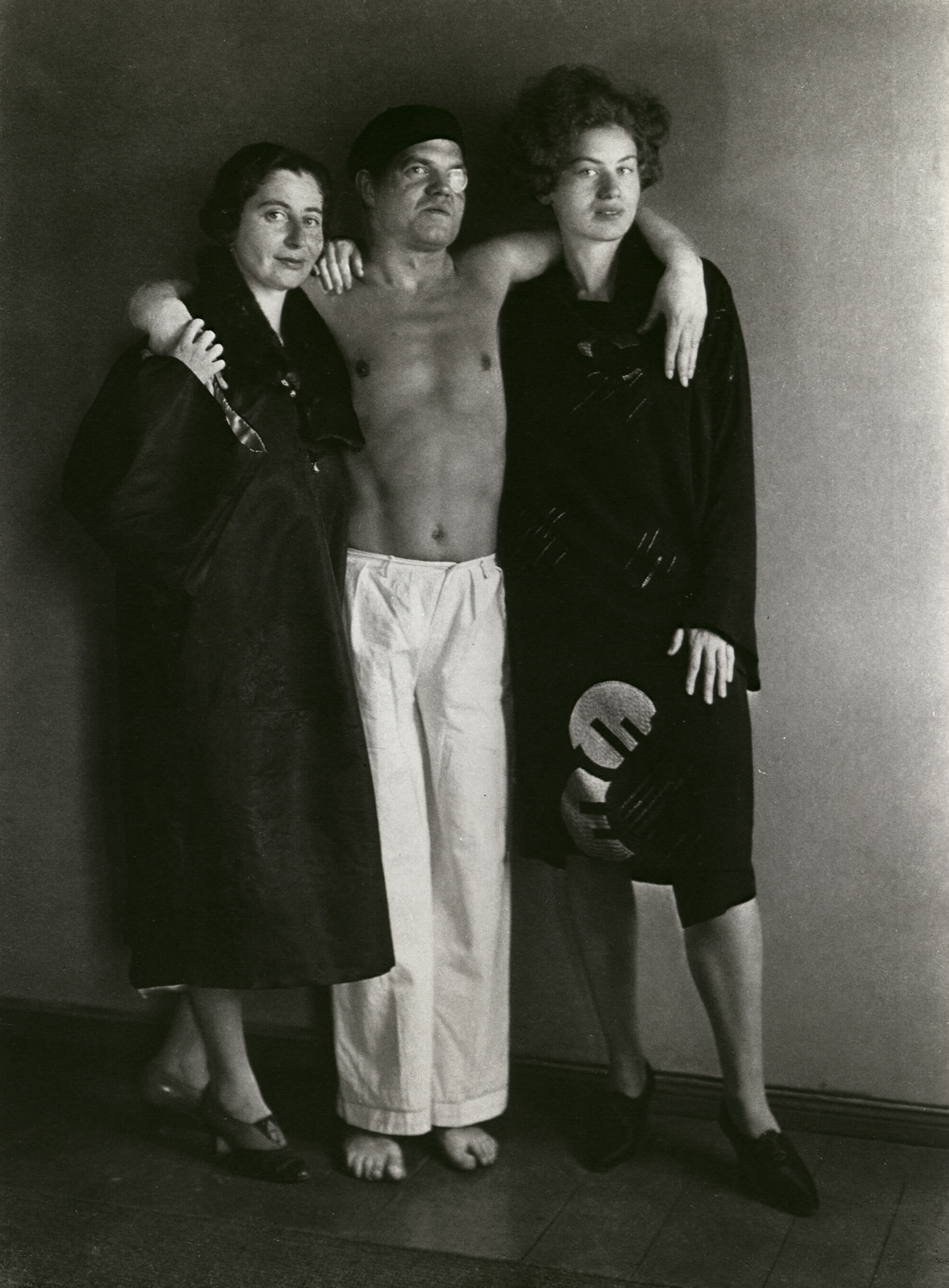 The Dadaist Raoul Hausmann * [with Hedwig Mankiewitz and Vera Broido] 1929 photo August Sander