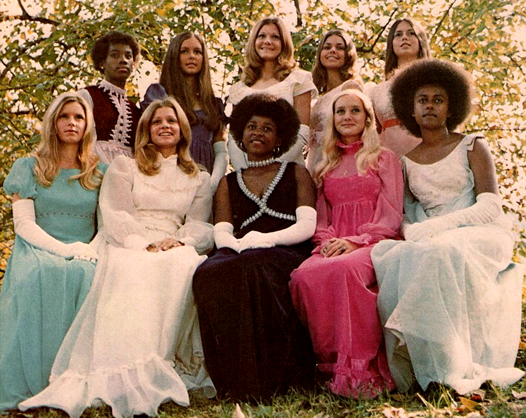 Vintage Photos of Prom Queens