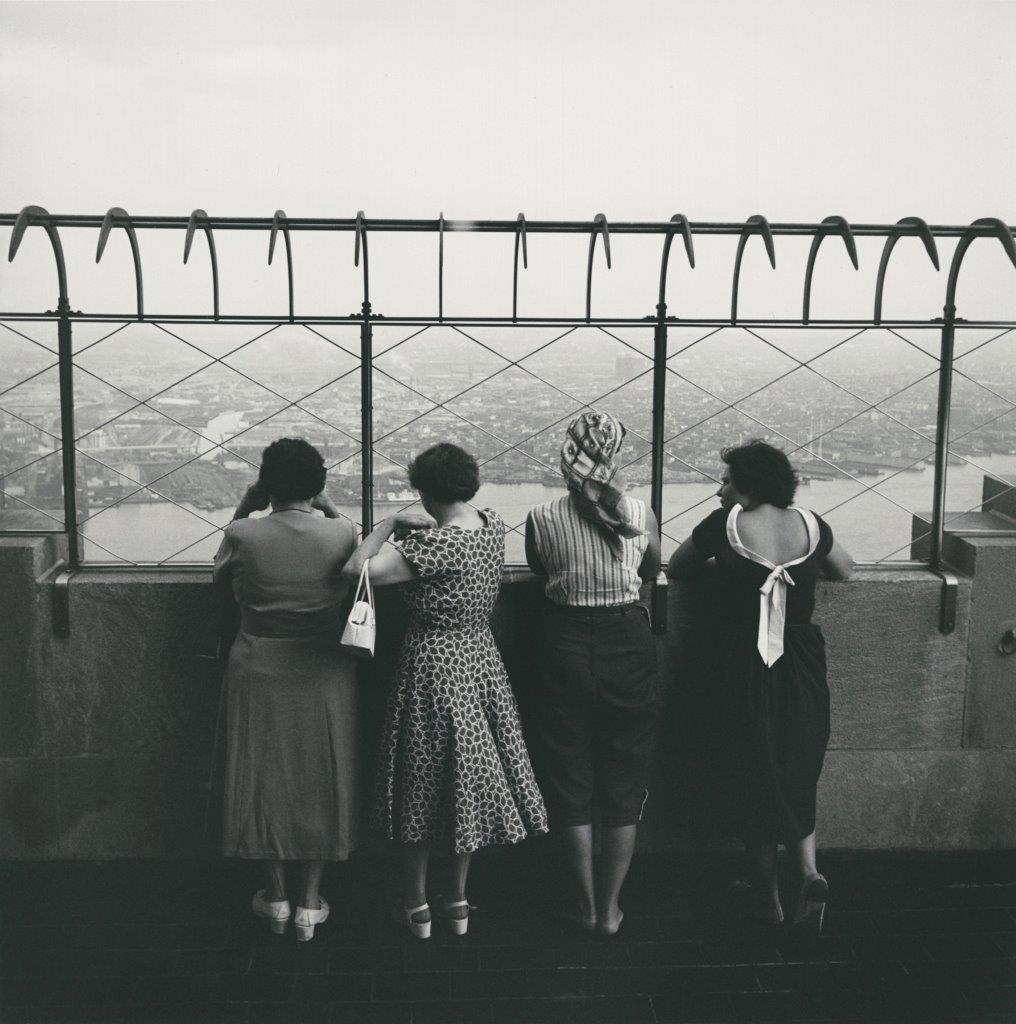 ©Estate of Vivian Maier:Maloof Collection, Courtesy Howard Greenberg Gallery, New York. Empire State.