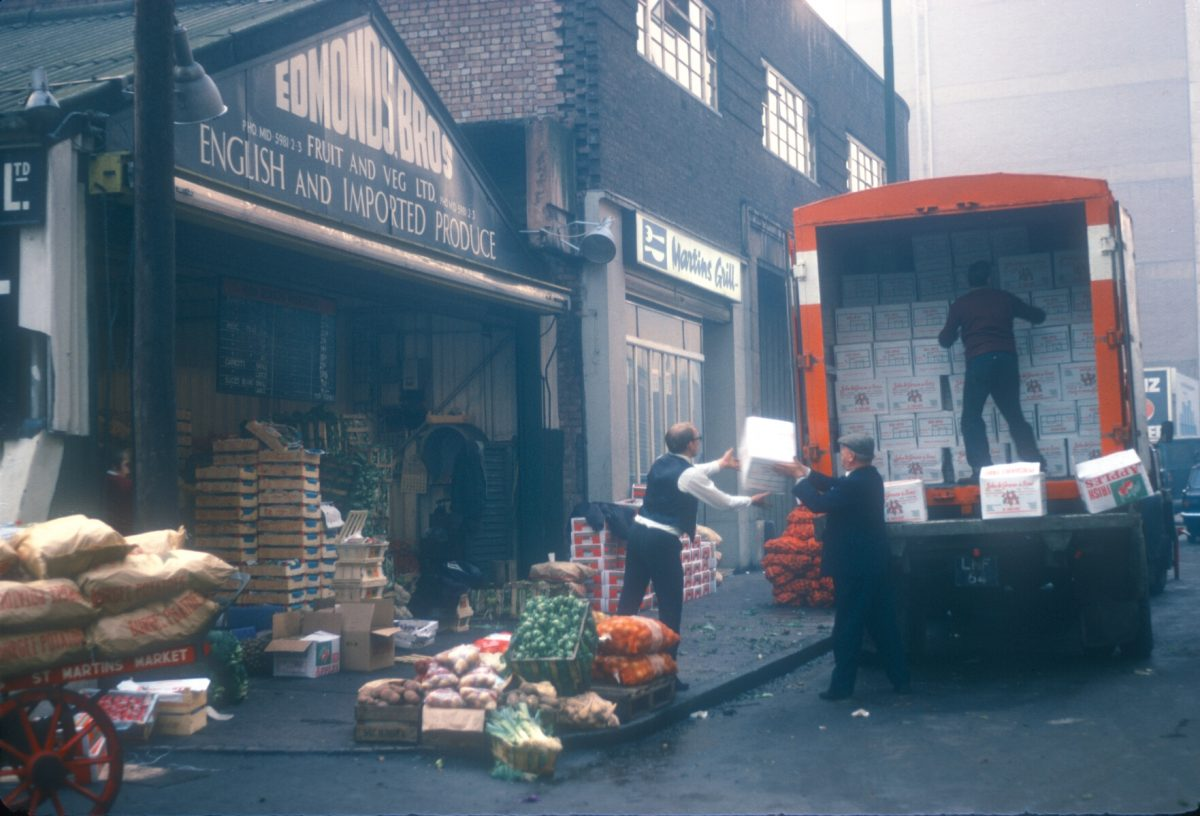Edgbaston St, Edmund Bros Fruit and Veg Ltd, English and Imported Fruit, unloading Irish apples from Co Arnargh and Co Derry) A conveyor belt takes the fruit in to the store - Nov 28 1968