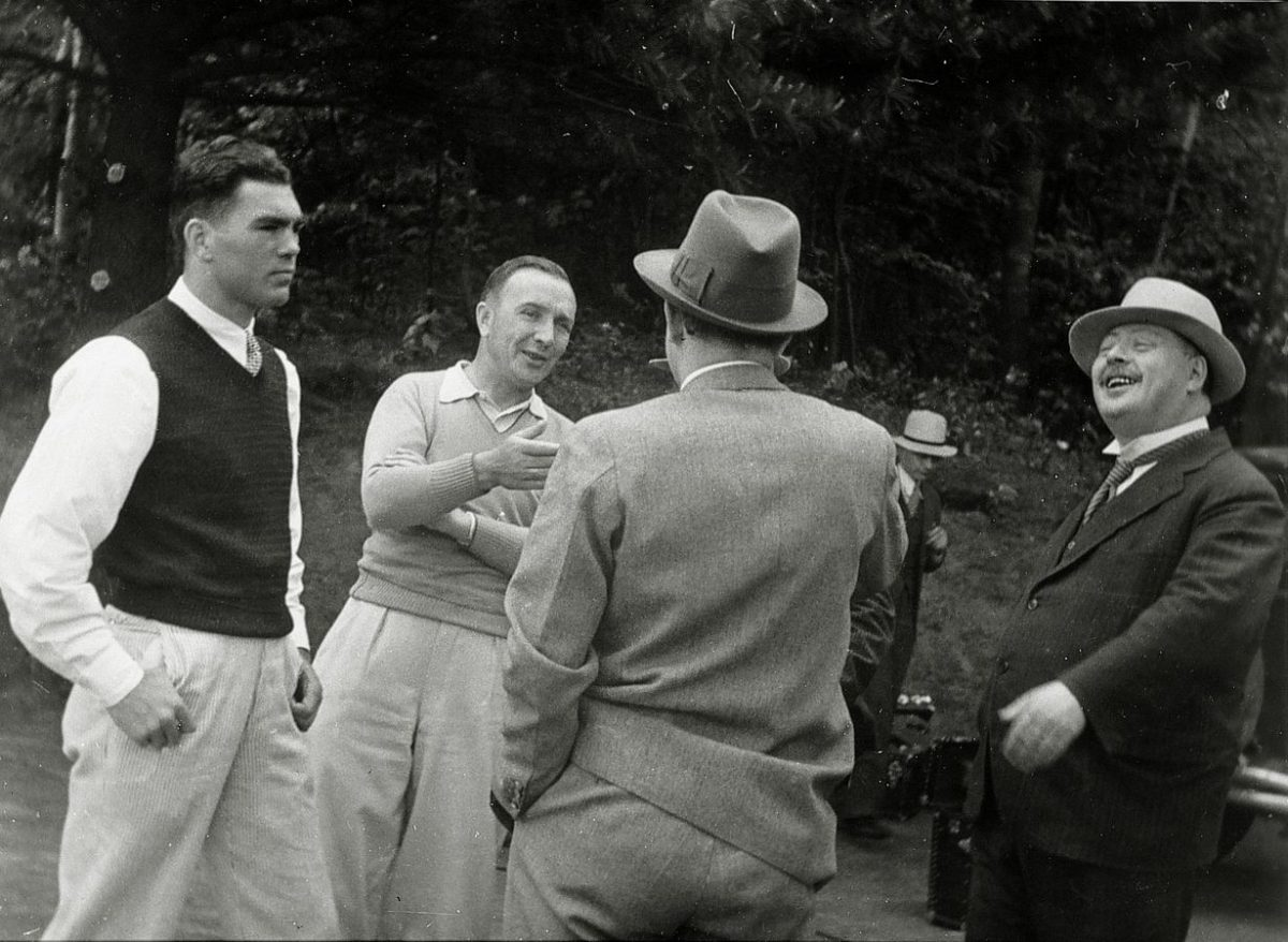 Max Schmeling (left) during his training camp before the world heavyweight championship. On the right, Schwarz, the German Consul in New York, June 1932