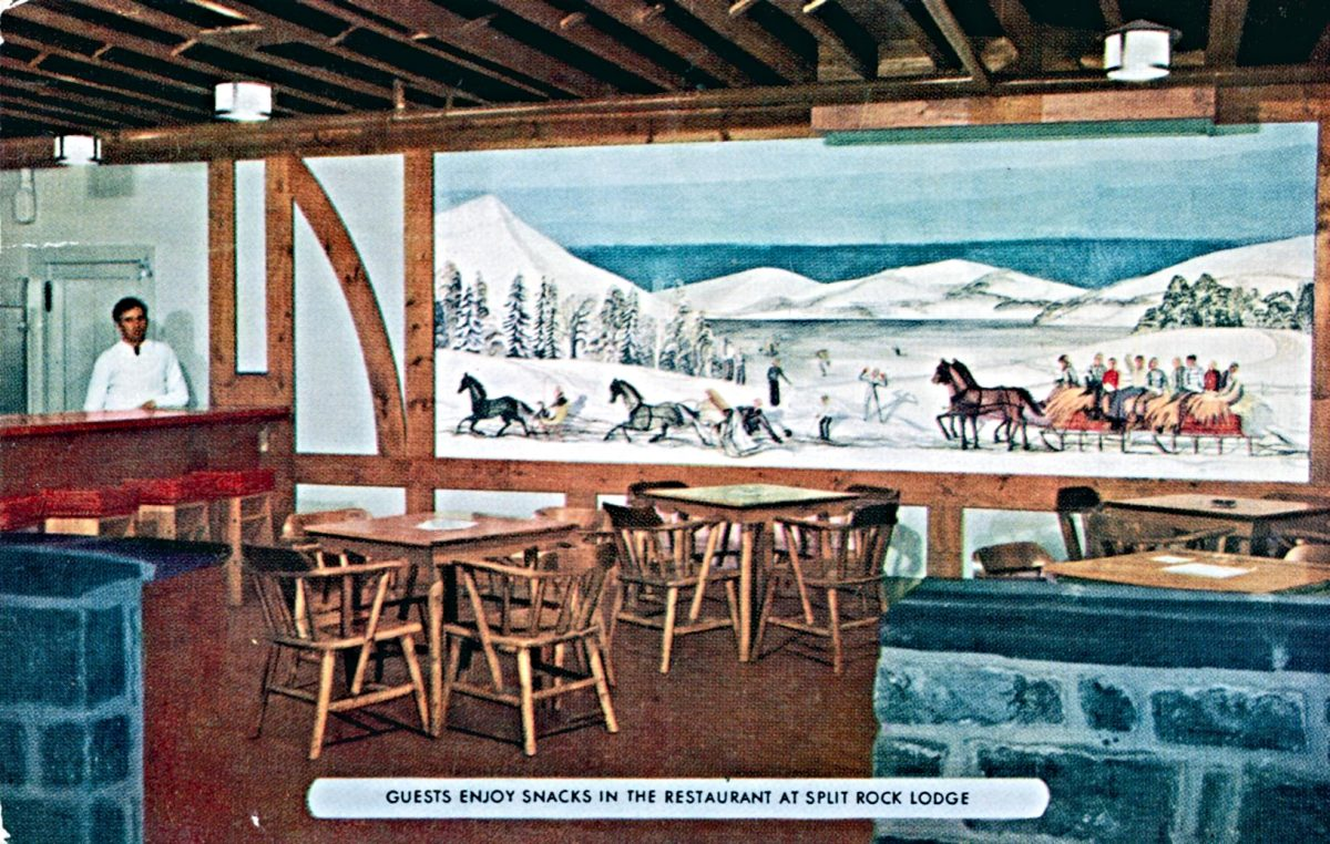 guests-enjoy-snacks-in-the-restaurant-at-split-rock-lodge-pa