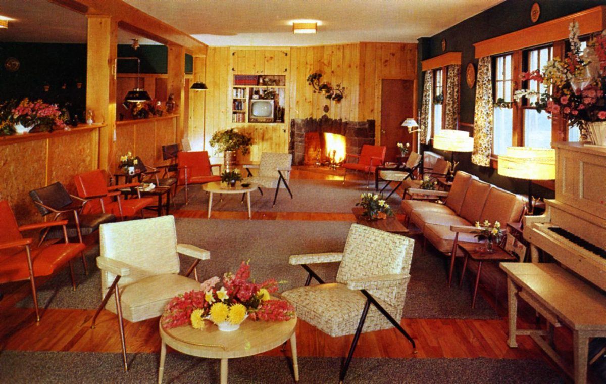 new-lounge-at-hillside-lodge-canadensis-pa