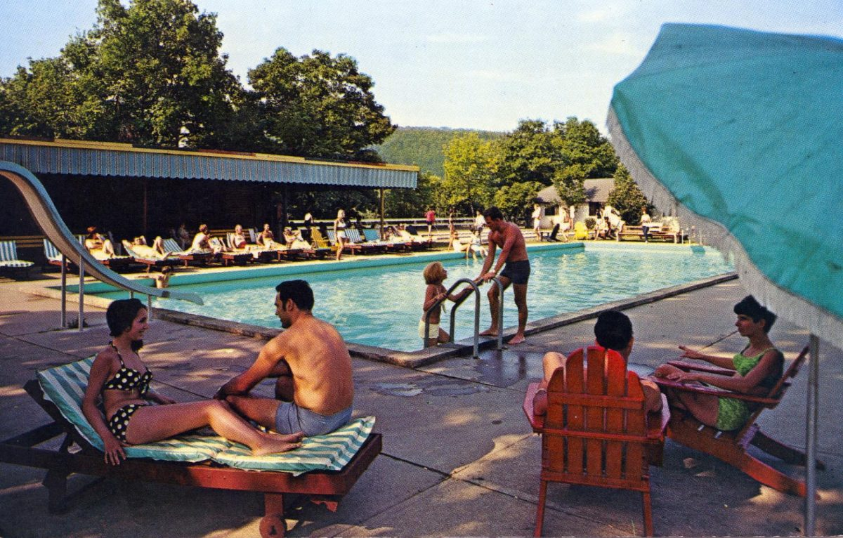 outdoor-pool-fernwood-in-the-pocono-mountains-bushkill-pa