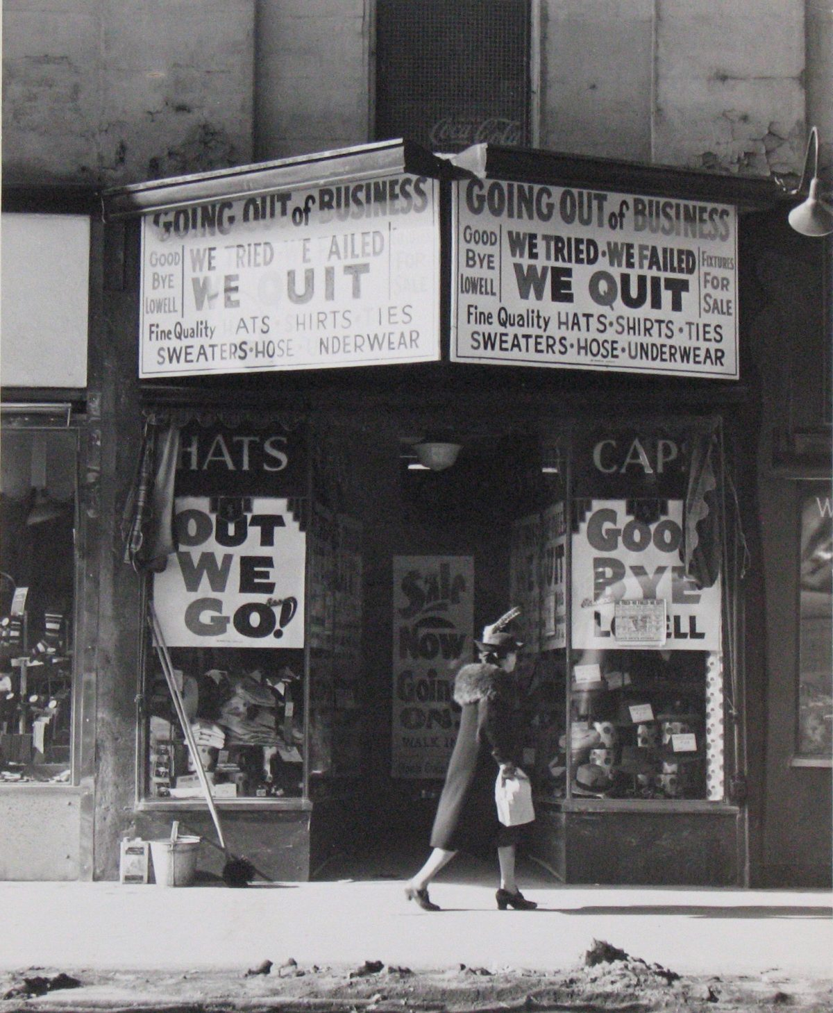 Store going out of business. Lowell, Massachusetts Jan 1941