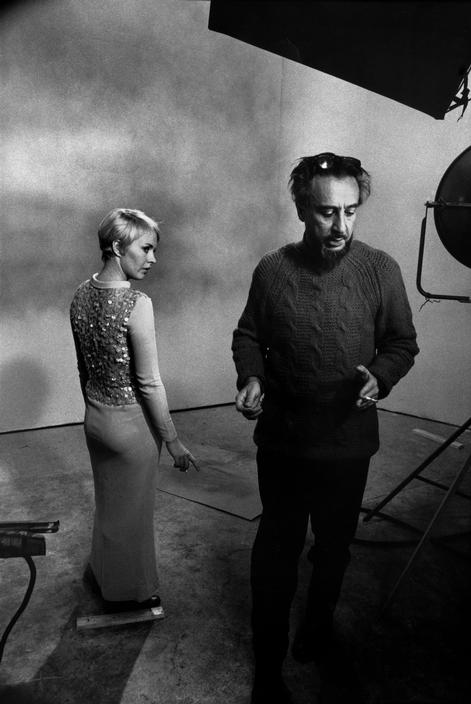 Jean-Seberg-and-Romain-Gary-on-the-set-of-Les-oiseaux-vont-mourir-au-P%C3%A9rou-directed-by-Romain-Gary-1968.-Photo-by-Raymond-Depardon.jpg