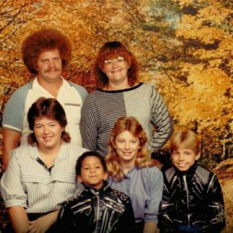 10 Awkward Family Portraits Not Suitable for Framing