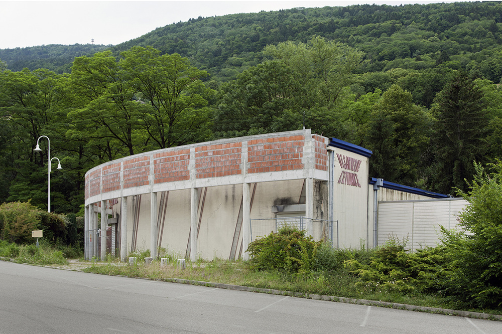 abandoned French nightclubs Tabuchi