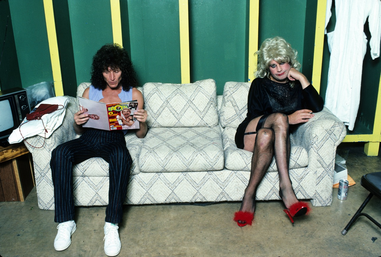 Tommy Aldridge reading the May 1984 issue of Faces