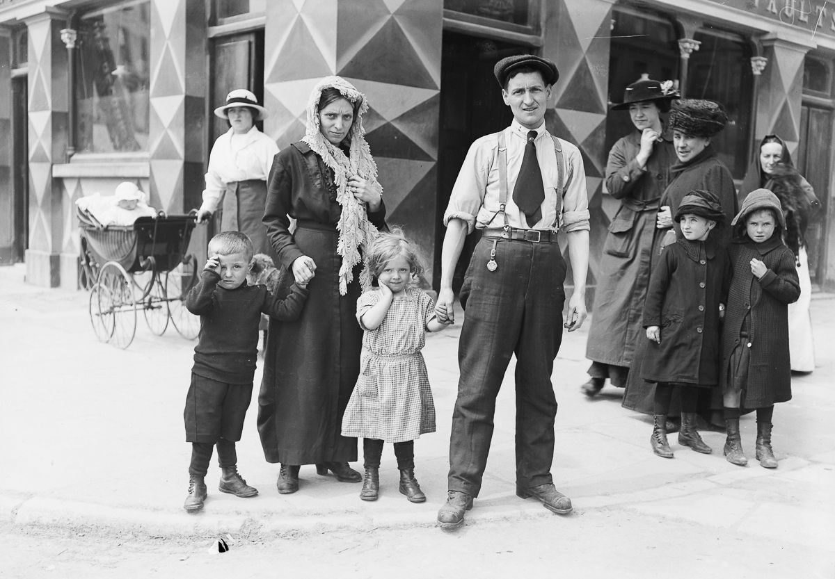 1915 The Riley family, survivors of the sinking of the Lusitania, in Cobh, County Cork.