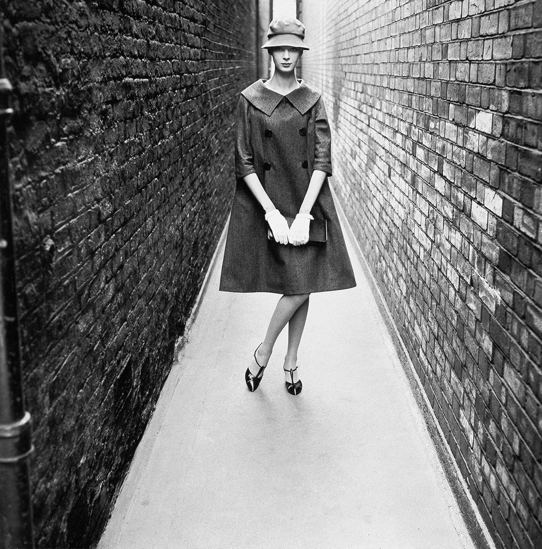 'Coming', London, 1958, Norman Parkinson © Norman Parkinson : Iconic Images
